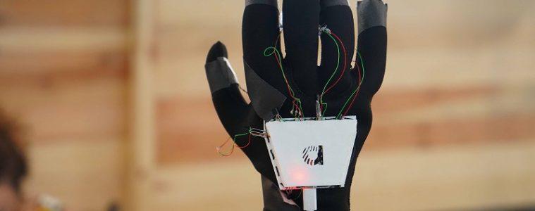 sonido perdida auditiva guante manos