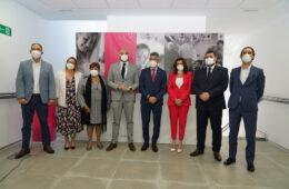 Andrés Rodríguez y Alicia Carrillo, representantes de Macrosad, junto con Víctor Navas, alcalde de Benalmádena; Daniel Salvatierra, secretario general de Pol. Sociales de la Junta.jpg